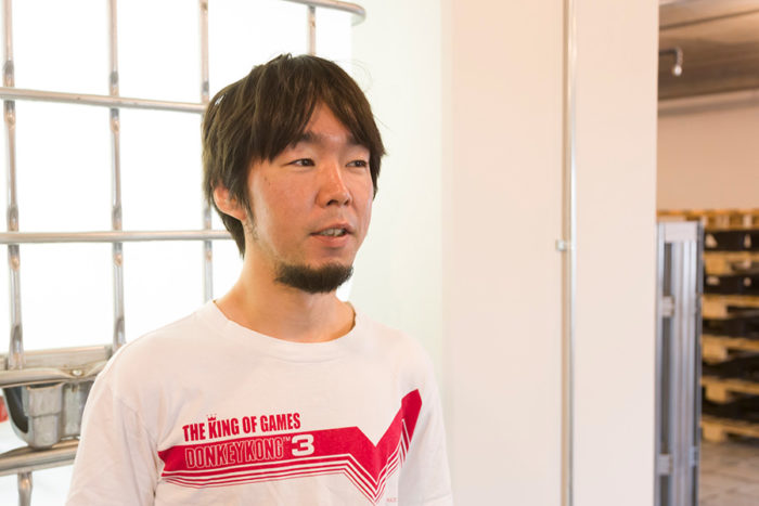 『THROWBACK』プロジェクトを指揮した大橋一隆さん。「外に設置するソーラーパネルは耐候性に優れた素材でもあります。その特徴を活かしたアップサイクルも考えていきたいです」