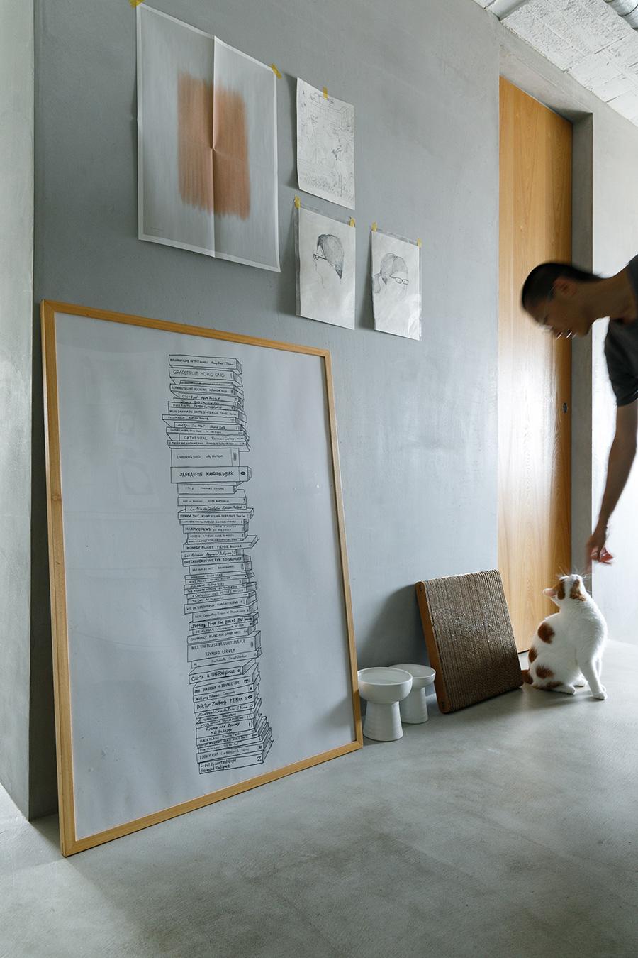 高さのあるフードボウル〈クラッシーボウル〉は『necoto.』で。「爪とぎも使いますが、床で爪が削れるせいか家具は傷つけません」