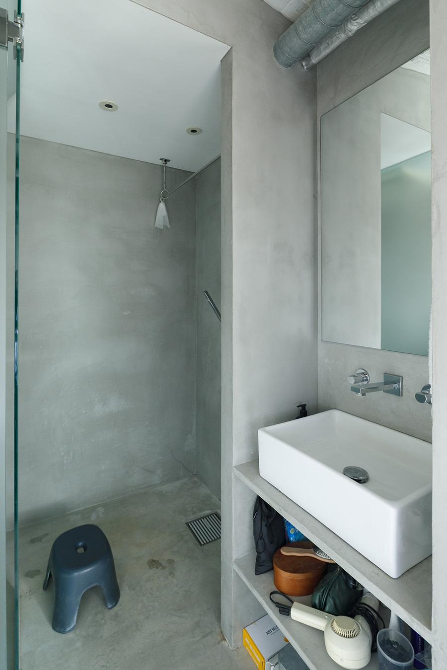 「限られた床面積を有効に使うため、優先順位の低かったバスタブの設置はやめてシャワーだけにしました」
