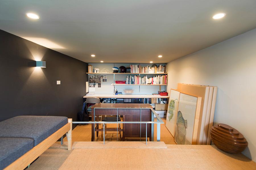 3階の仕事部屋。サイザル麻が敷かれ清潔感を感じさせる。