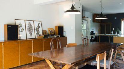外国人向け集合住宅をリノベ  当たり前がかっこいい 素材とデザインが生きる部屋