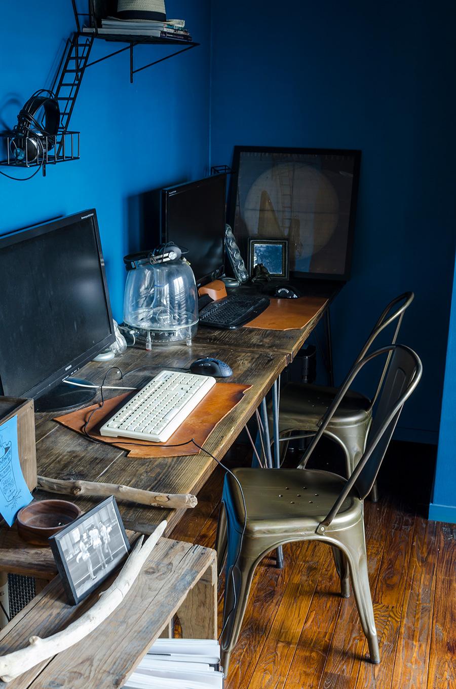 手作りした机。「WOODPRO」の足場板を使用。 http://woodproshop-webstore.com/