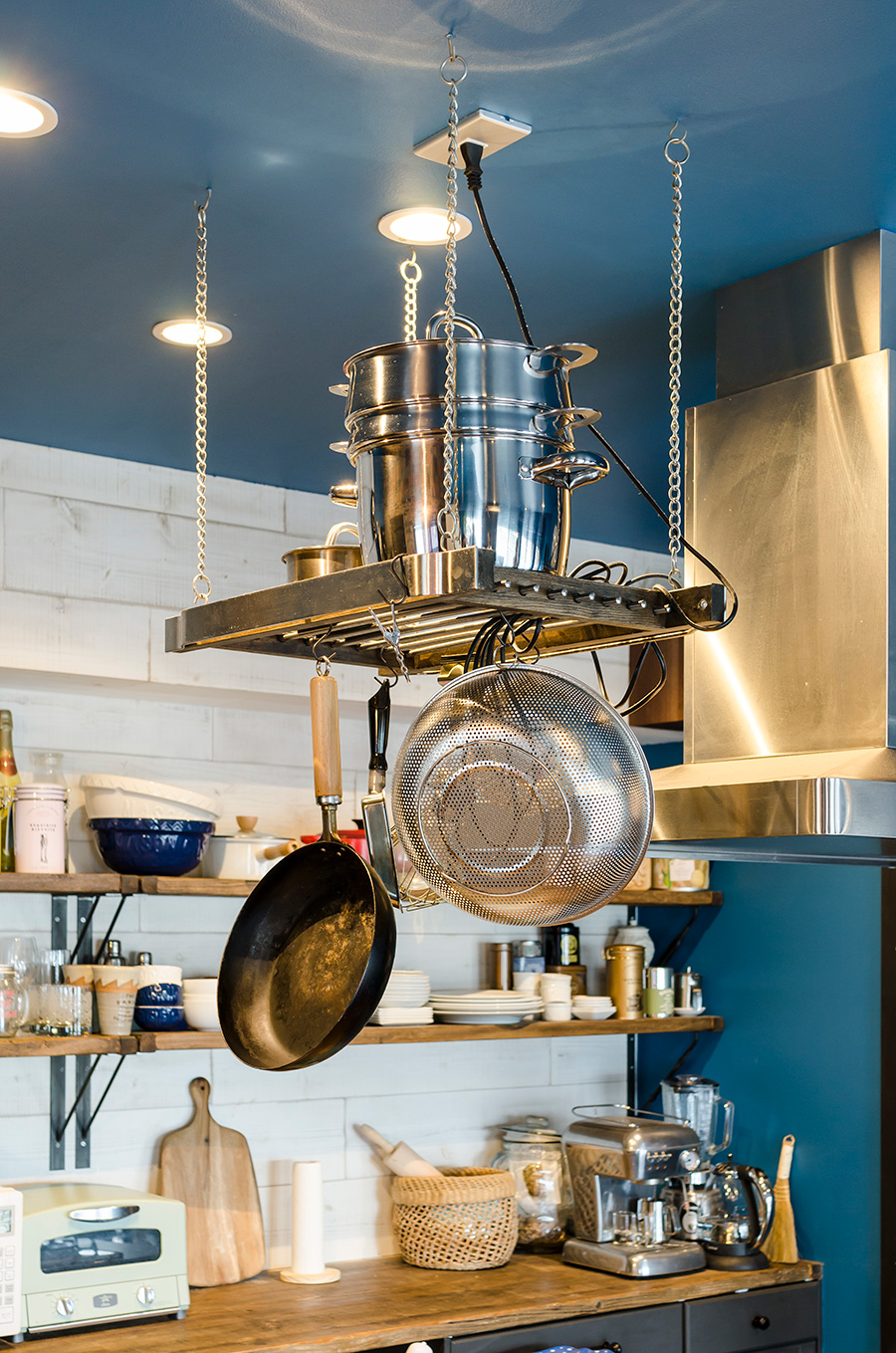 「IKEA Hack」を参考にDIYしたキッチンの収納ラック。