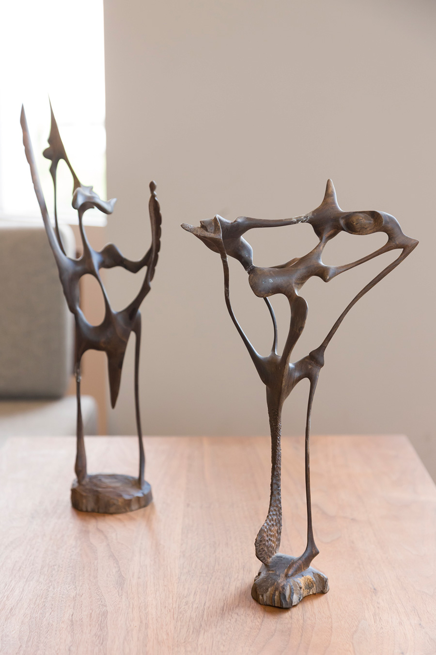 タンザニアのマティアシ・ナンポカのオブジェ。「作風が少し変わり、線が細くなってさらにいい感じになりました」