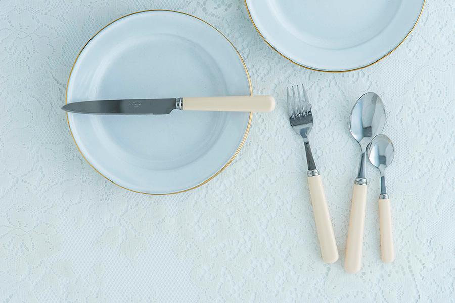 テーブルナイフ W230 H18mm ¥1,200 テーブルフォーク W203 H25mm ¥900 テーブルスプーン W203 H25mm ¥900 ティースプーン H145 W30mm ¥700 以上ウェリントン