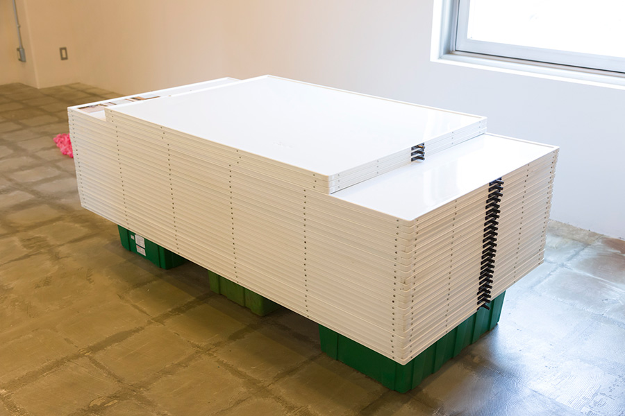 [WOOD FLAME BOARDの材料] 枠に不具合があったためリコール対象となり廃棄物となったホワイトボード。
