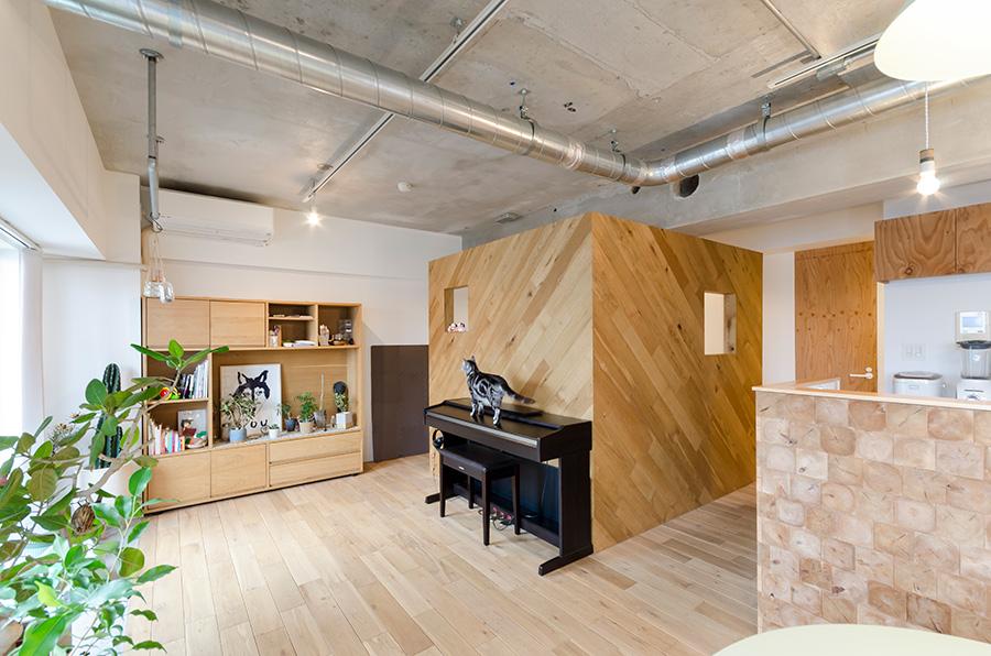 寝室は設けず、2枚のパーテーションで空間を仕切った。