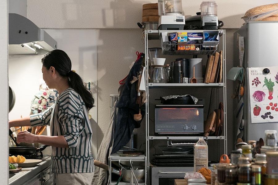キッチンは普通の広さ。冷蔵庫は別室にもう1台ある。