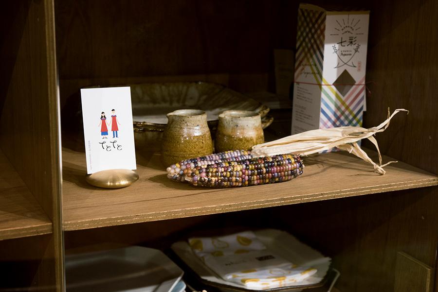 プランナーである豪希さんの開発した商品を棚にディスプレイ。食の可能性を広げる。
