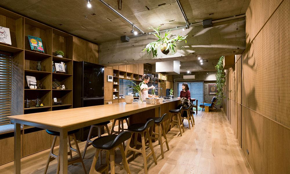 """食を介して人とつながる家  日本の""""察する文化""""を大切に モダンと和の融合空間"""