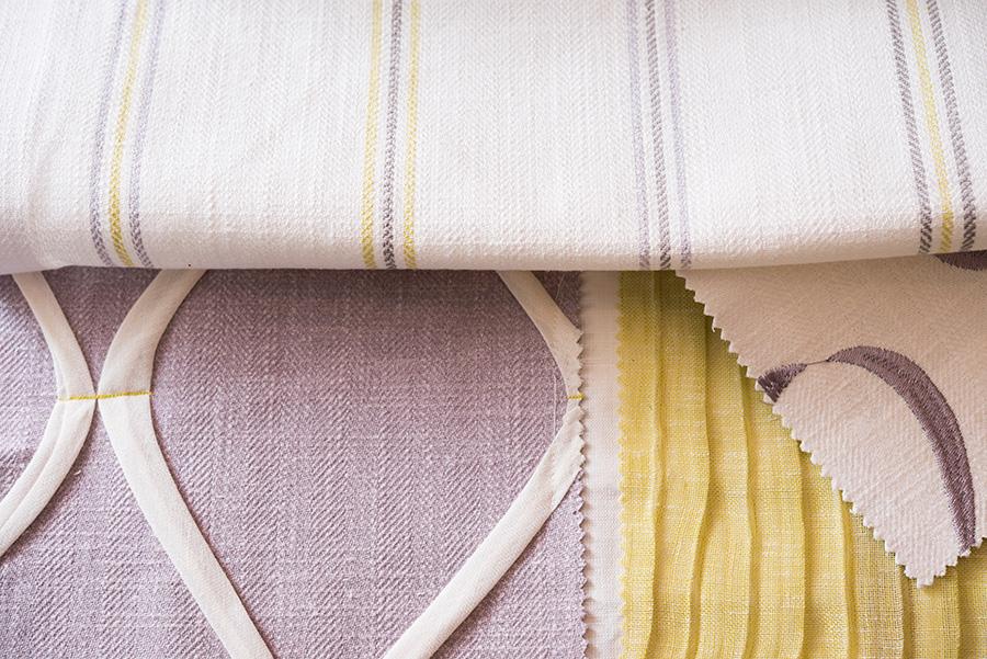 違った織りや色の生地に、部分的に同色が取り入れられ、コーディネートできるよう提案されている。