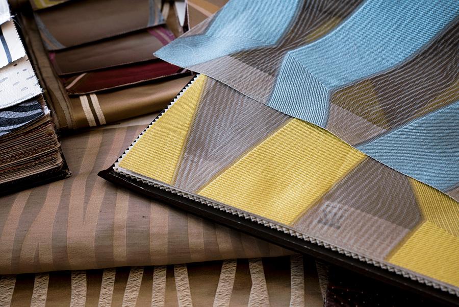 大胆な幾何学模様が印象的なモダン系カーテン。イタリアンモダンにマッチ。