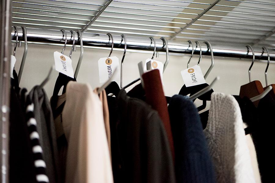 月曜から金曜までの服のコーデをまとめて考案。時短にも一役。