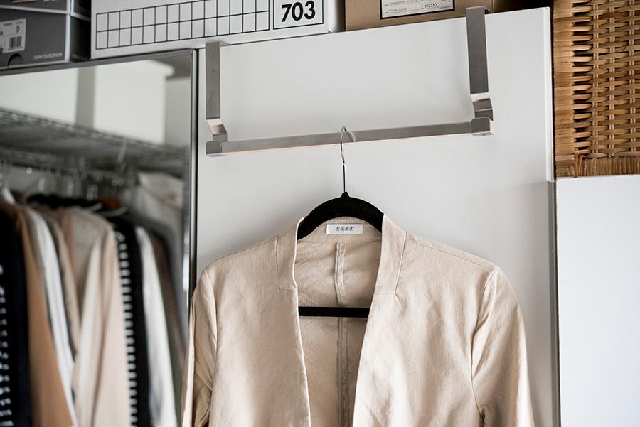 コーデした服を掛けておけるグッズを活用してこんなスペースも。
