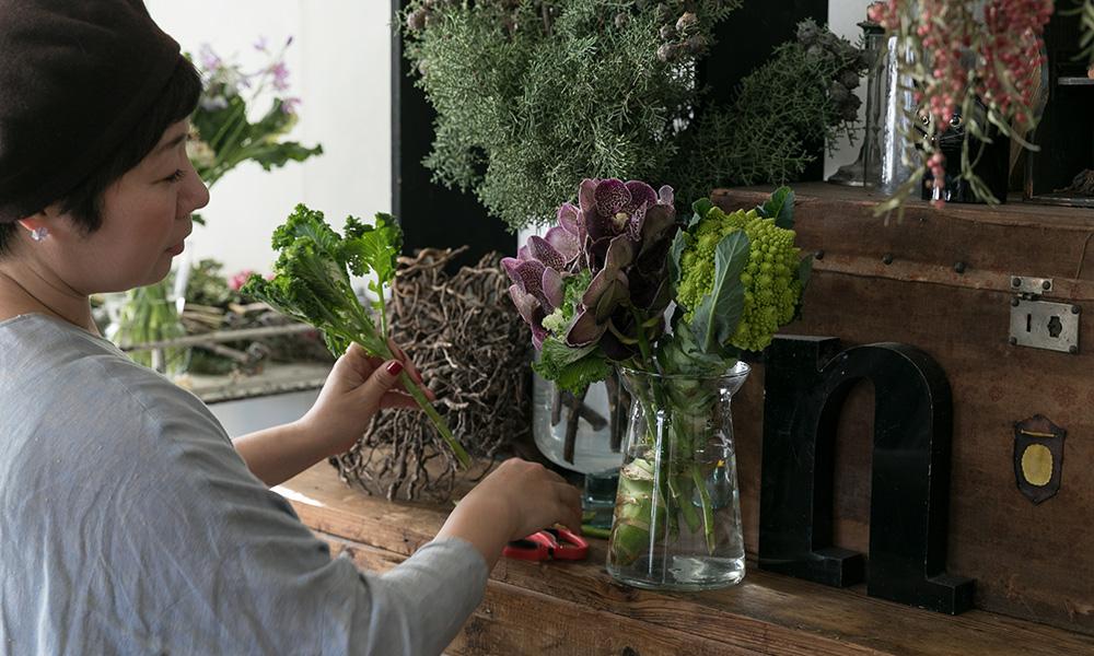 お正月の花のアイディア  大人っぽい花合わせで 素敵な新年を迎えたい