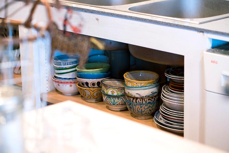 モロッコの食器類がたくさん揃う。訪れるたびに増えていくそう。