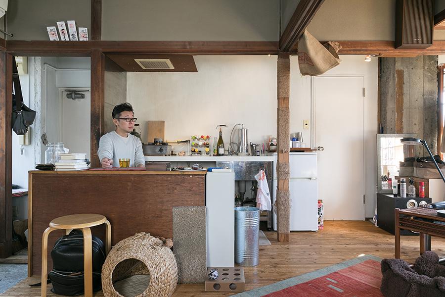 キッチンはコンパクト。場外に美味しいお店が多いため、外食が多いのだそう。