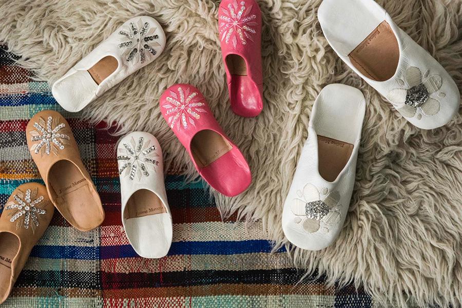 左から キッズ 刺繍バブーシュ(ヌード・ホワイト・ピンク)各¥3,000 フラワースパンコールバブーシュ(ホワイト)¥4,000