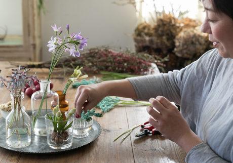 早春の花を飾るアイディア春一番に咲く花で 新しい季節を先取り