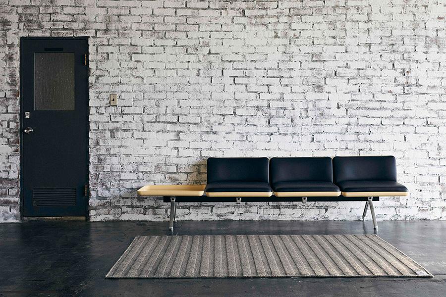 カジュアルな空間にしっくり馴染むトラディショナルなデザイン。