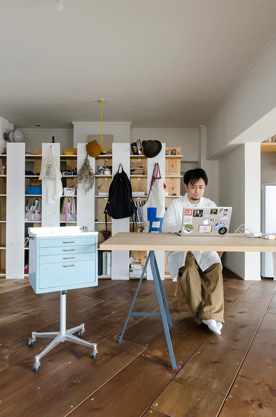 一級建築士・加藤渓一さん。studioPEACEsign設立。デザインから工事のすべてを自分たちの手で行うHandiHouse projectメンバーとしても活動。