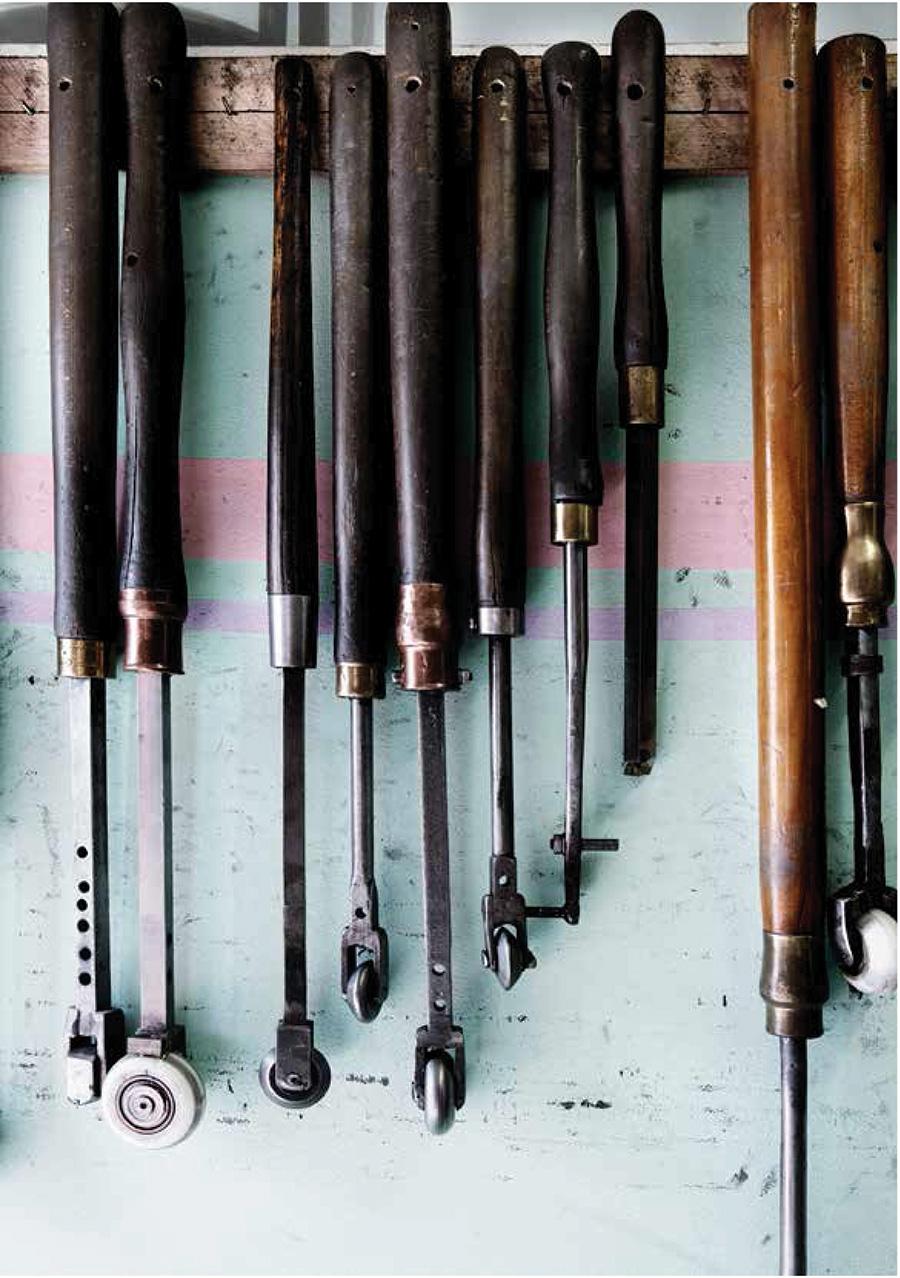 工程によりさまざまな道具が使い分けられる。