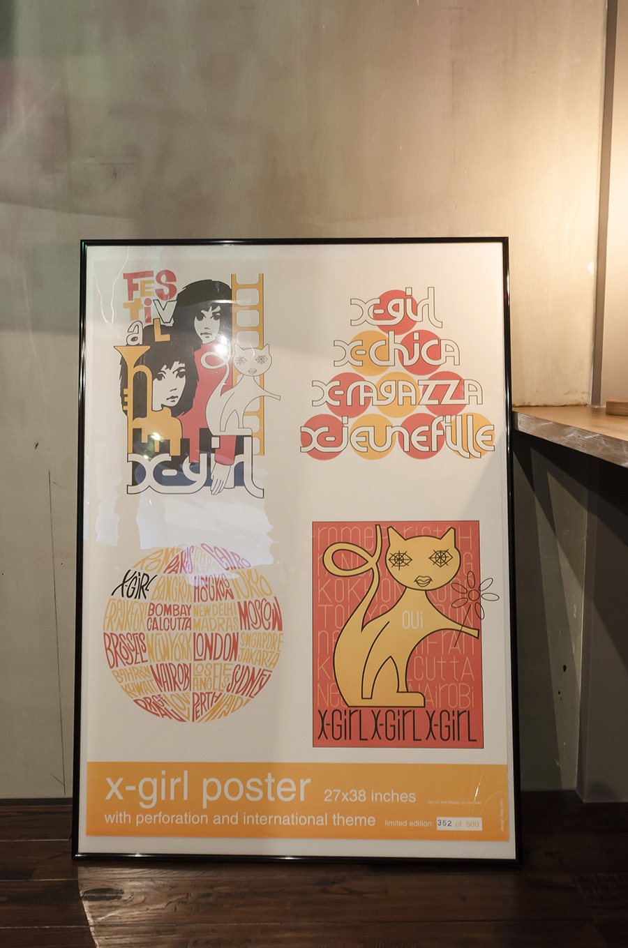 20年ほど前に、茜さんが購入したX-girlのポスター。