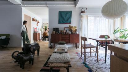 黒川紀章設計の集合住宅に暮らす  民藝と北欧家具とヴィンテージと。 好きなものをレイアウトする楽しみ