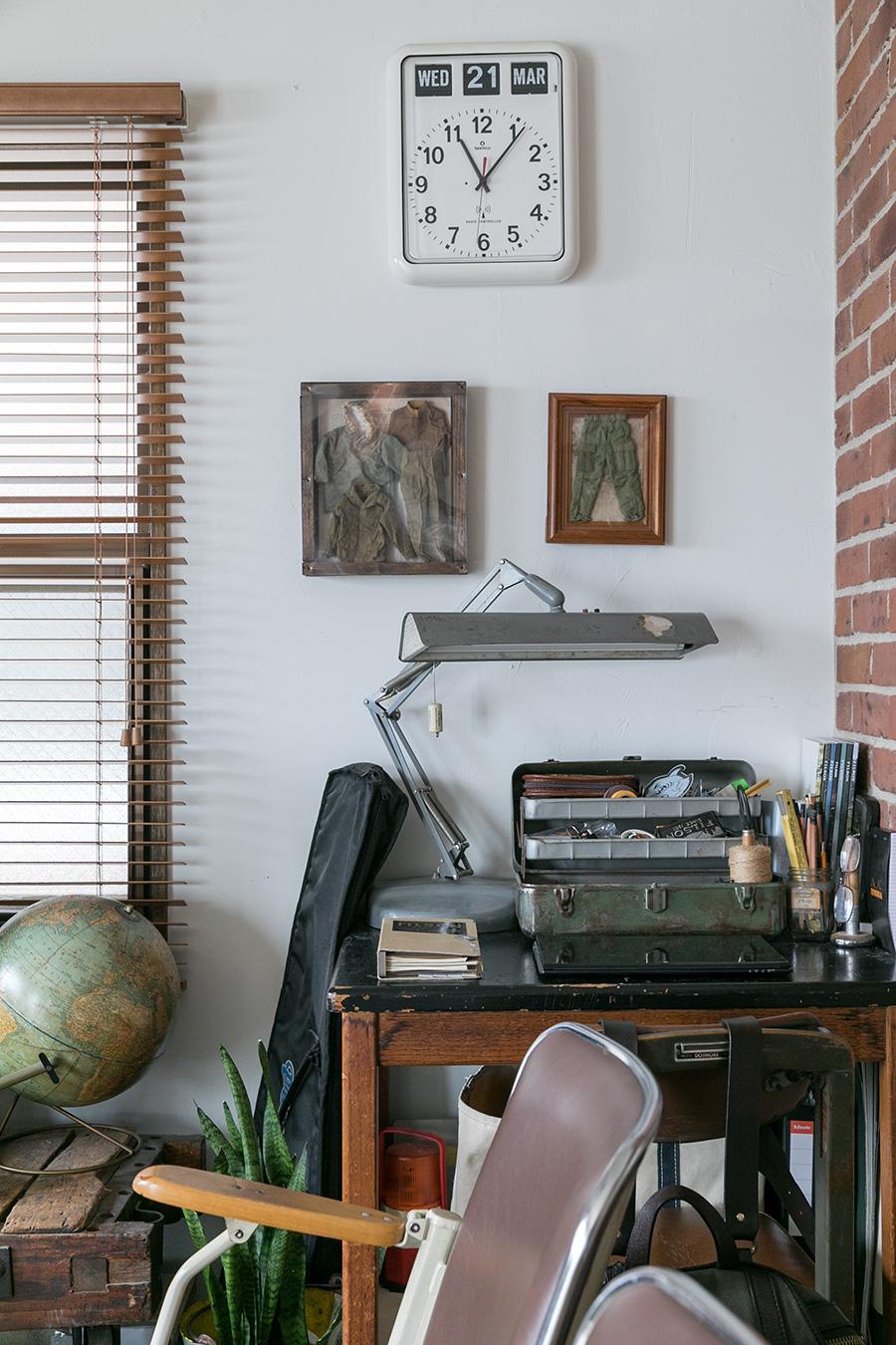 展示会などでディスプレイも担当するご主人。壁や机上の物の置き方もさすが。