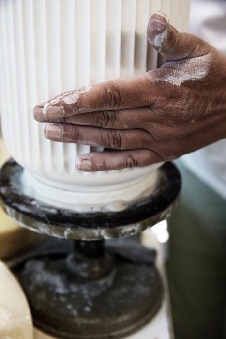 熟練職人の手によるリュンビュー ポーセリンの機能美あふれる磁器。