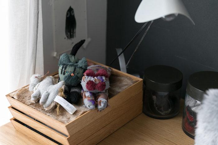 彩子さんがひとつひとつ手作りしている「BORON」の人形たち。