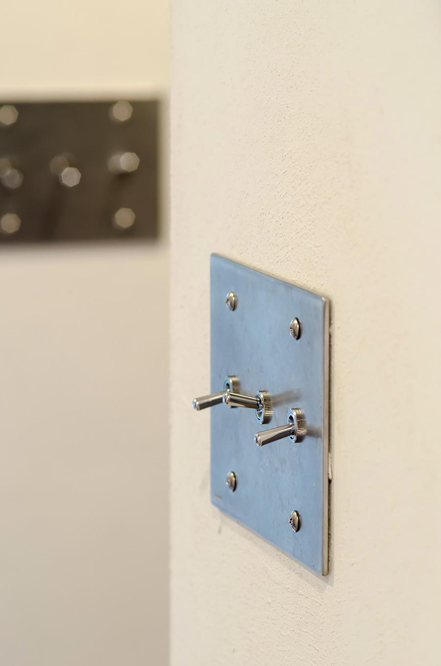 工業的デザインのトグルスイッチは「toolbox」で購入した。
