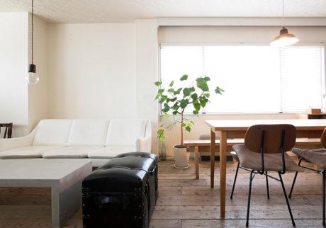 商業ビルをリノベーション古材の床から家主が施工味のある質感を楽しむ空間
