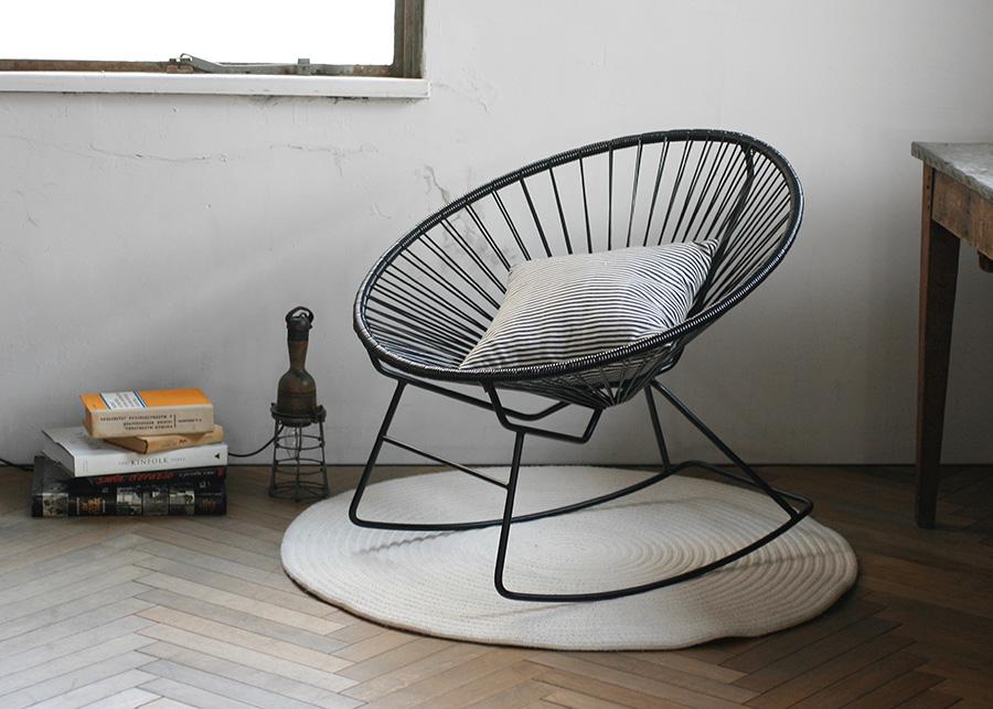 椅子に体を預けて読書をしながら、そのままお昼寝に入っても。
