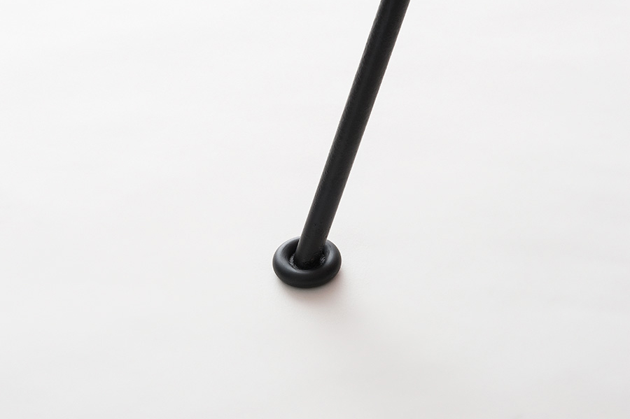 床面キズ防止のゴムキャップが付属。