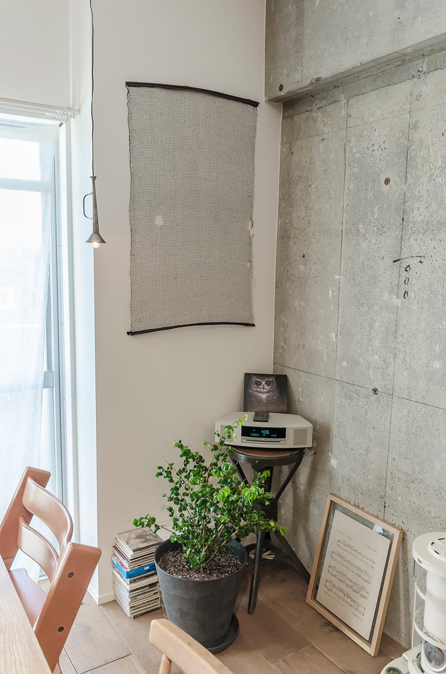 壁掛けにしているのは、養蚕に使う蚕網。