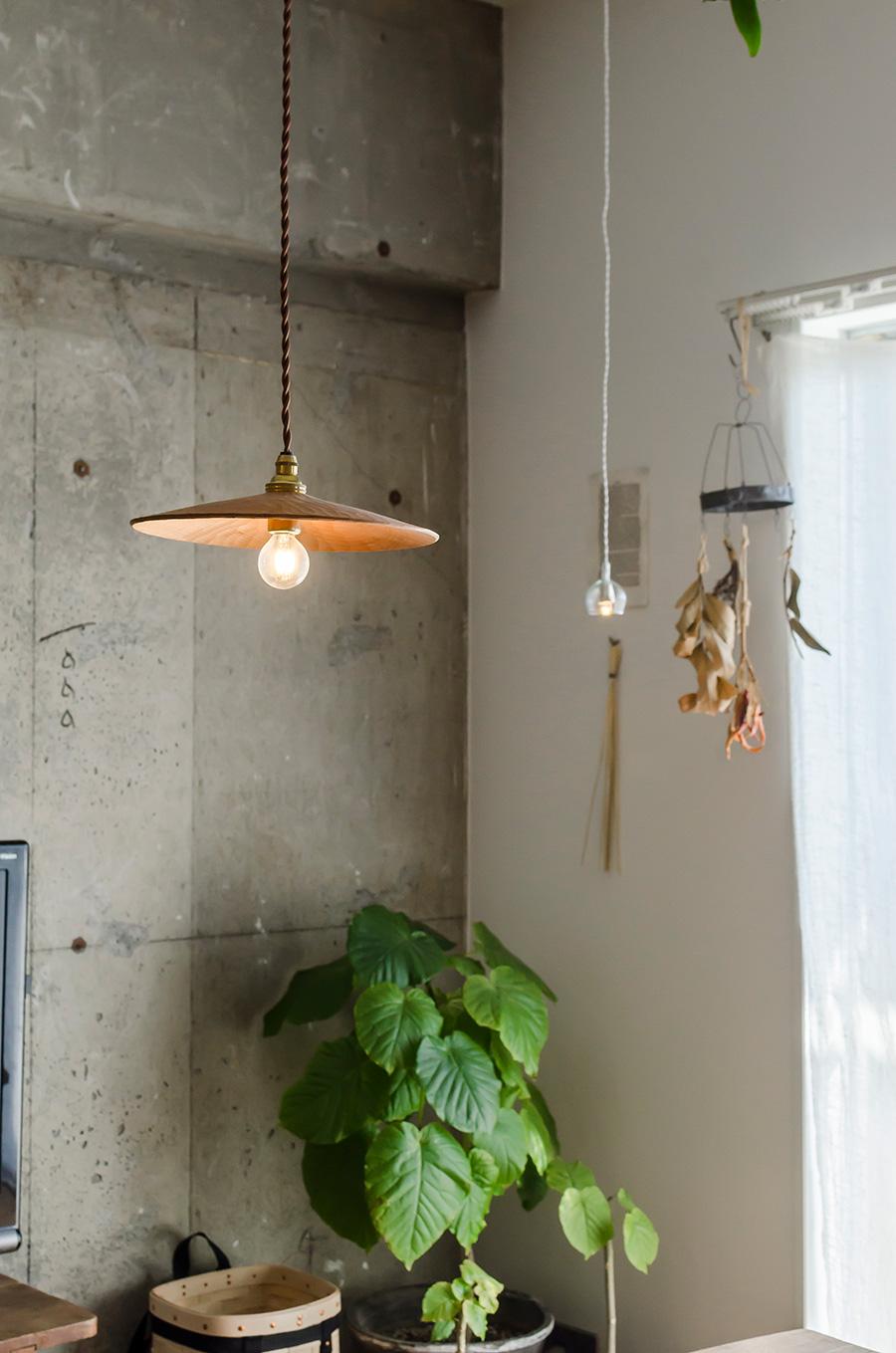 作家・渡邊浩幸さんの手がけた山桜のランプシェード。