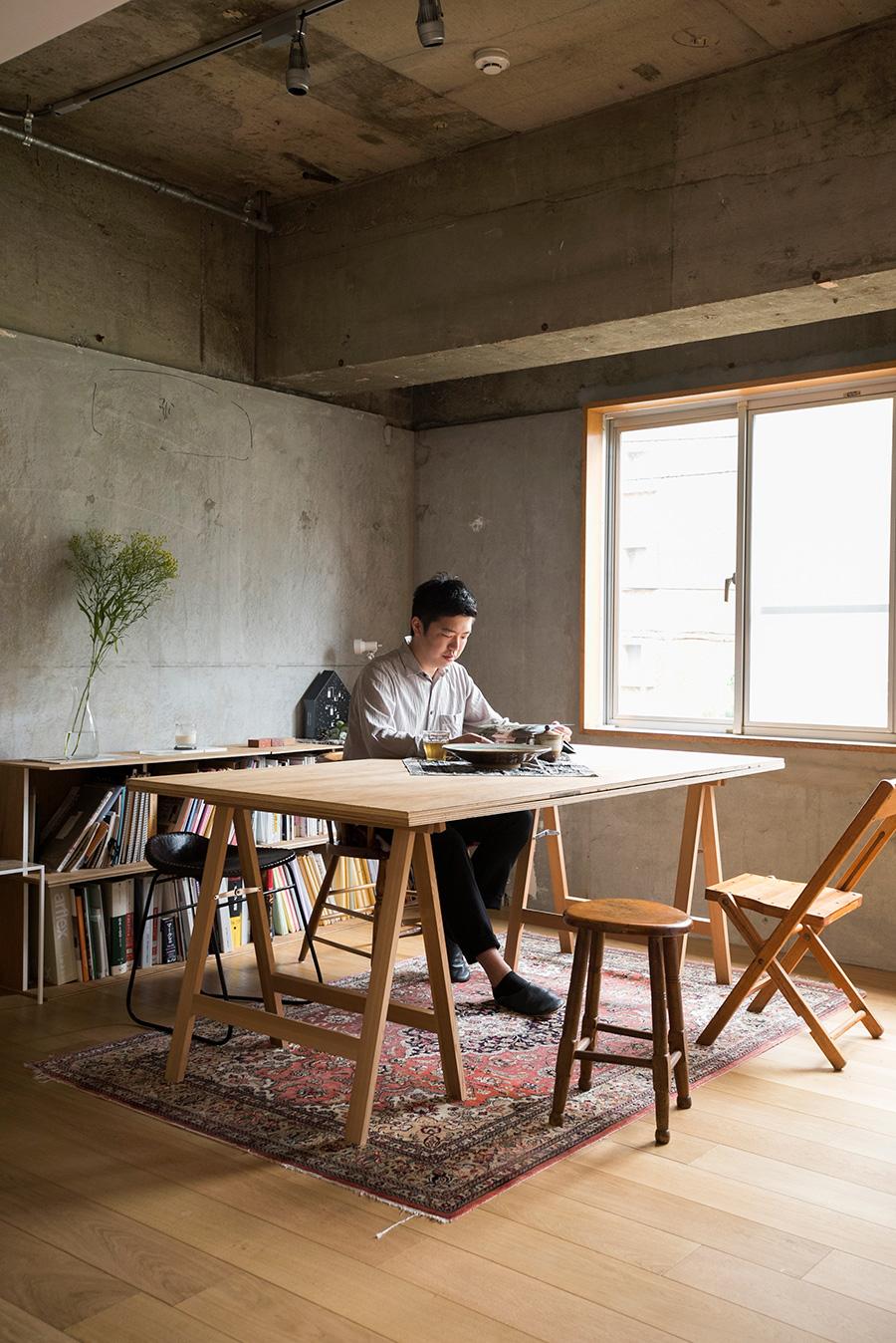 HaT Architects 日高海渡と戸井田哲郎によって共同設立。個人住宅の設計から、企業との恊働による商業施設やホステル等の企画・ブランディングまで行う。