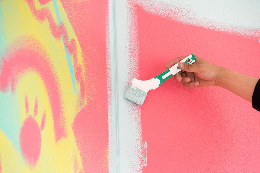角のところは特にしっかり。塗料の際のところは液が溜まらないようにぼかしておく。