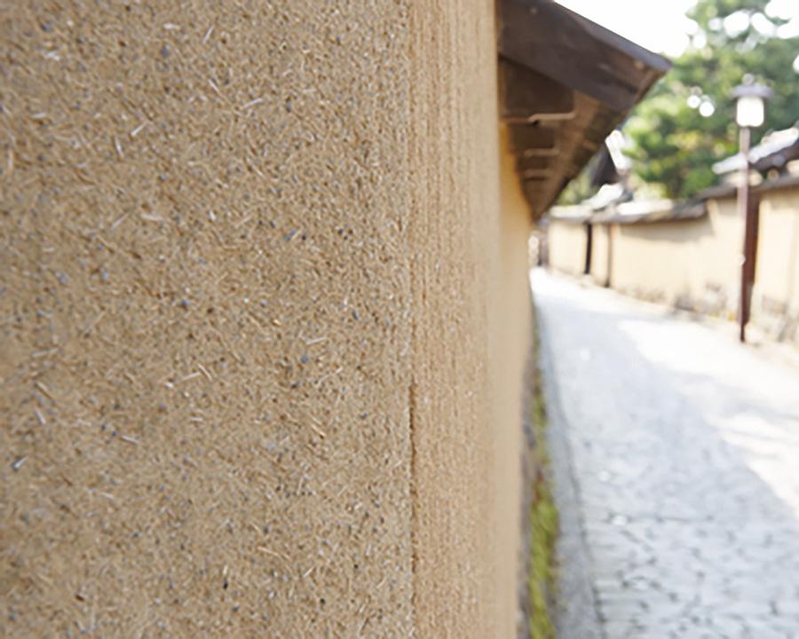 珪藻土は、火や熱に強く、吸湿・除湿に優れるため、多くの建築物に使われてきた。