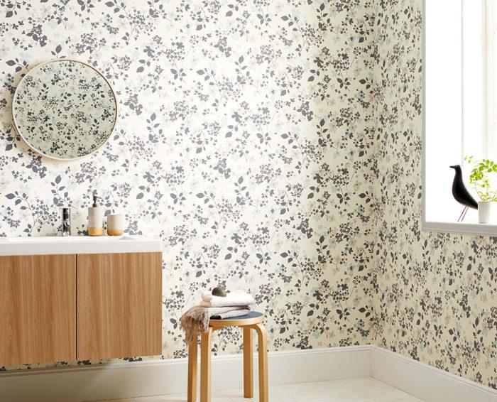 〈フィルム汚れ防止・抗菌〉壁紙は水拭きや中性洗剤が使える汚れに強い壁紙。抗菌性に優れ、清潔さをキープ。表面が強く、傷もつきにくい。品番:FE-1604。