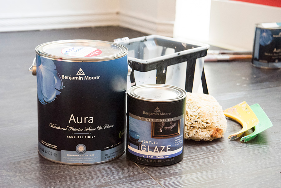 塗料とグレイズ、海綿、バケット、フレキシを用意。マスキングテープ、マスカーで養生の下準備も忘れずに。