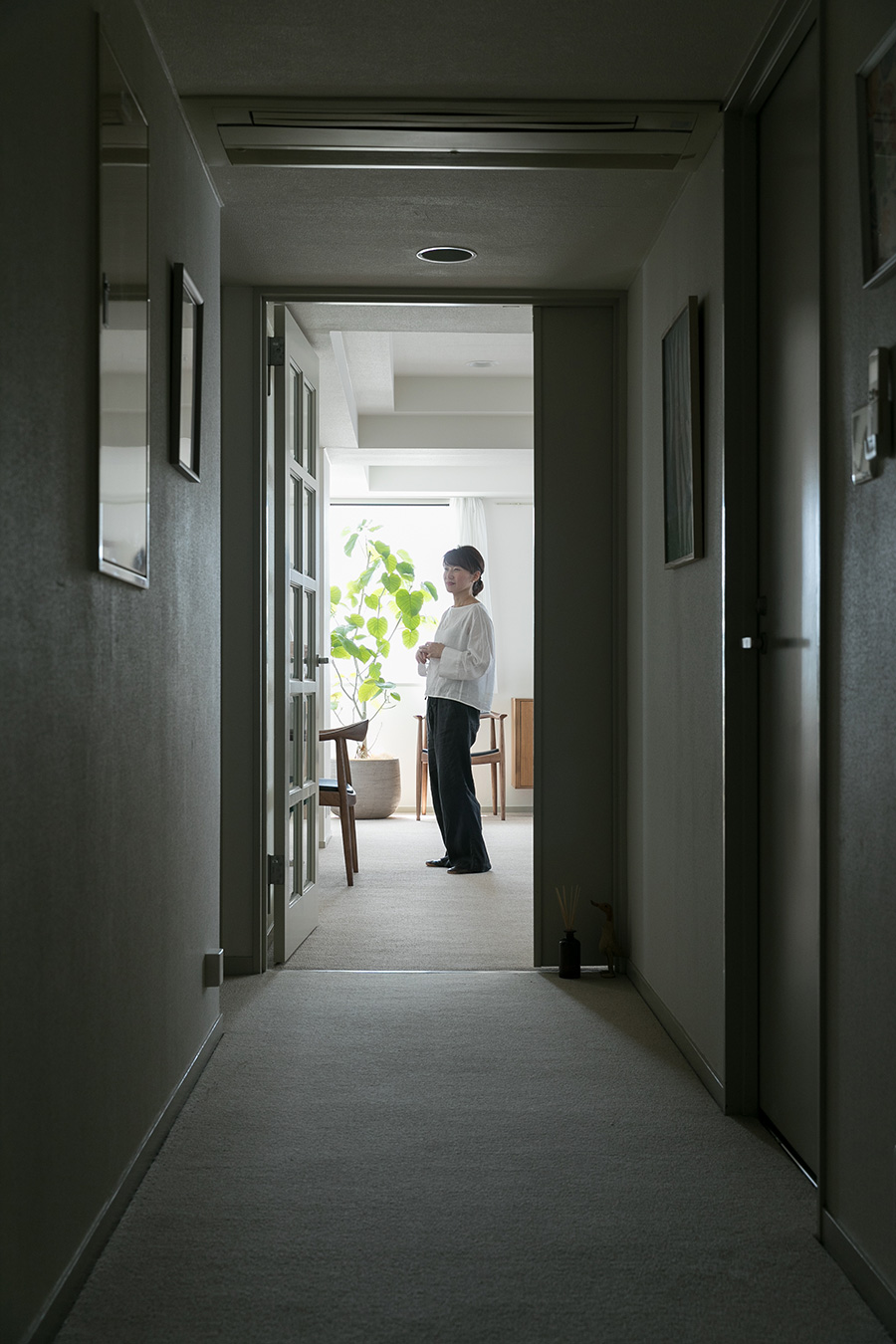 廊下は大人が悠々とすれ違えるくらいのゆったり幅。