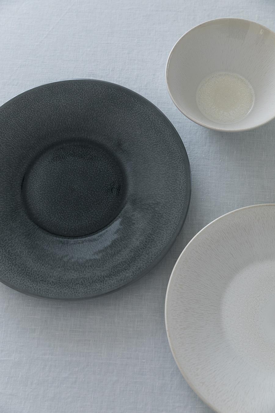 器は「一目惚れ」で選ぶことが多い。フランスの陶磁器「Jarz」は、和洋中問わずに料理を引き立ててくれるという。