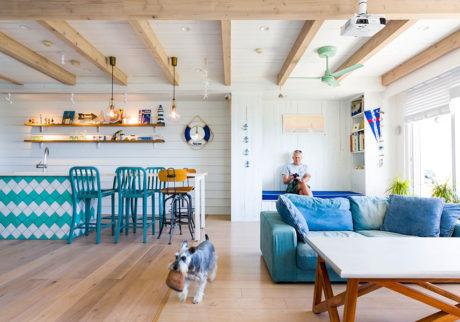 海が目の前ヨット好きの家族が海辺の暮らしを満喫する家