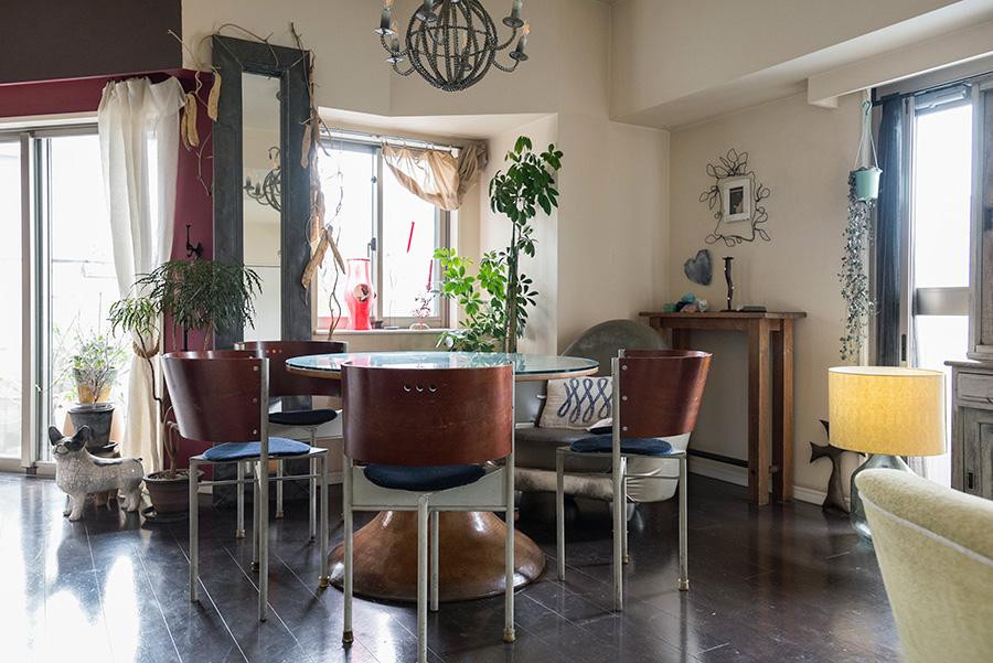入居時に、LDKはひと続きの間取りをリクエスト。H.P.DECOで購入したダイニングテーブル&椅子で家族と食卓を囲む。