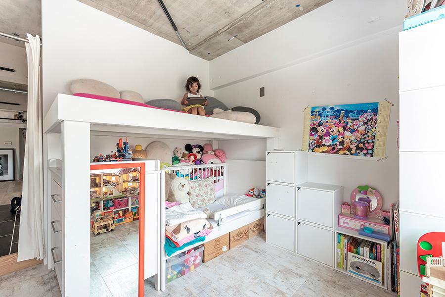 子供部屋には備え付けの2段ベッドを設置。