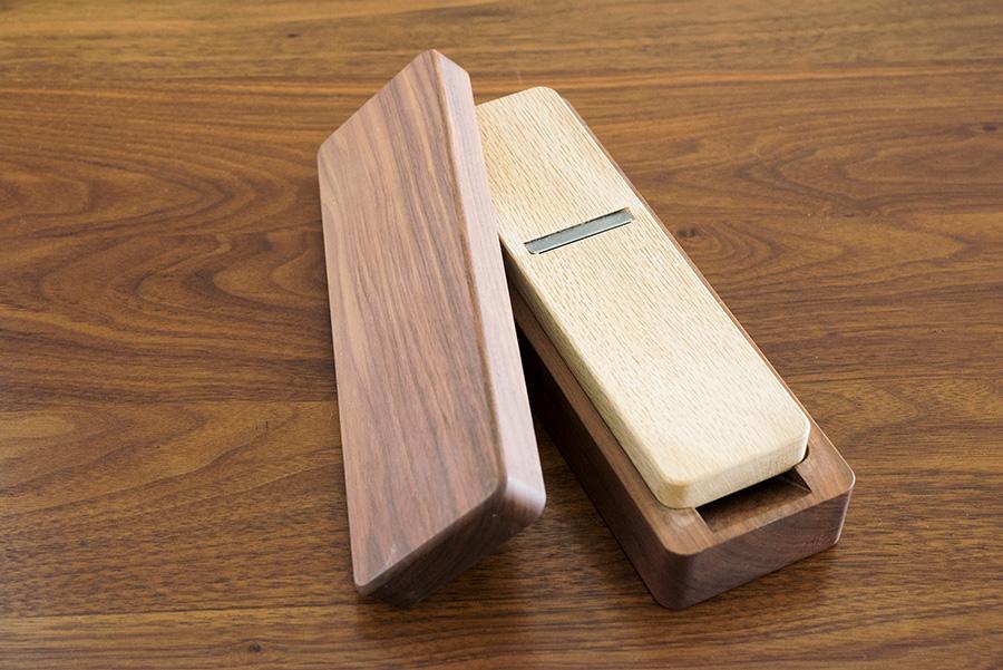 新潟県三条市の鉋台製作所、台屋の職人手作りの鰹節削り器。刃は切れ味がよい青紙鋼。