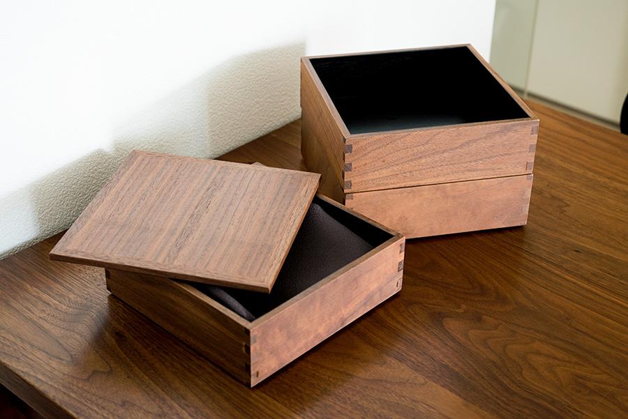 映画「かもめ食堂」にも登場した松屋漆器店のお重箱。さいとうさんはウォールナットをセレクト。普段、家で食事するときもよく使う。