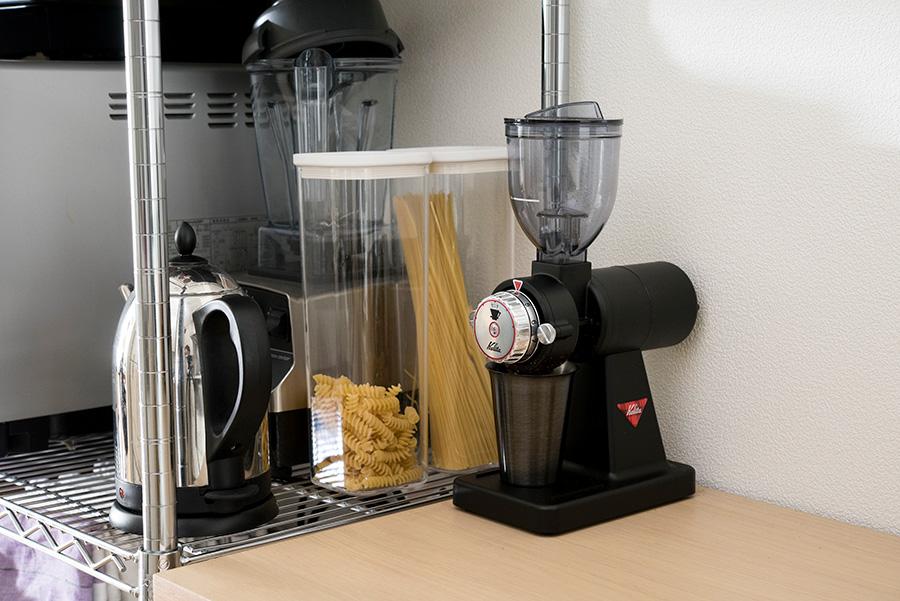 ずっと探していた黒いコーヒーミルを、蔦屋家電でようやく発見。キッチンの定番カラーに溶け込み気に入っている。